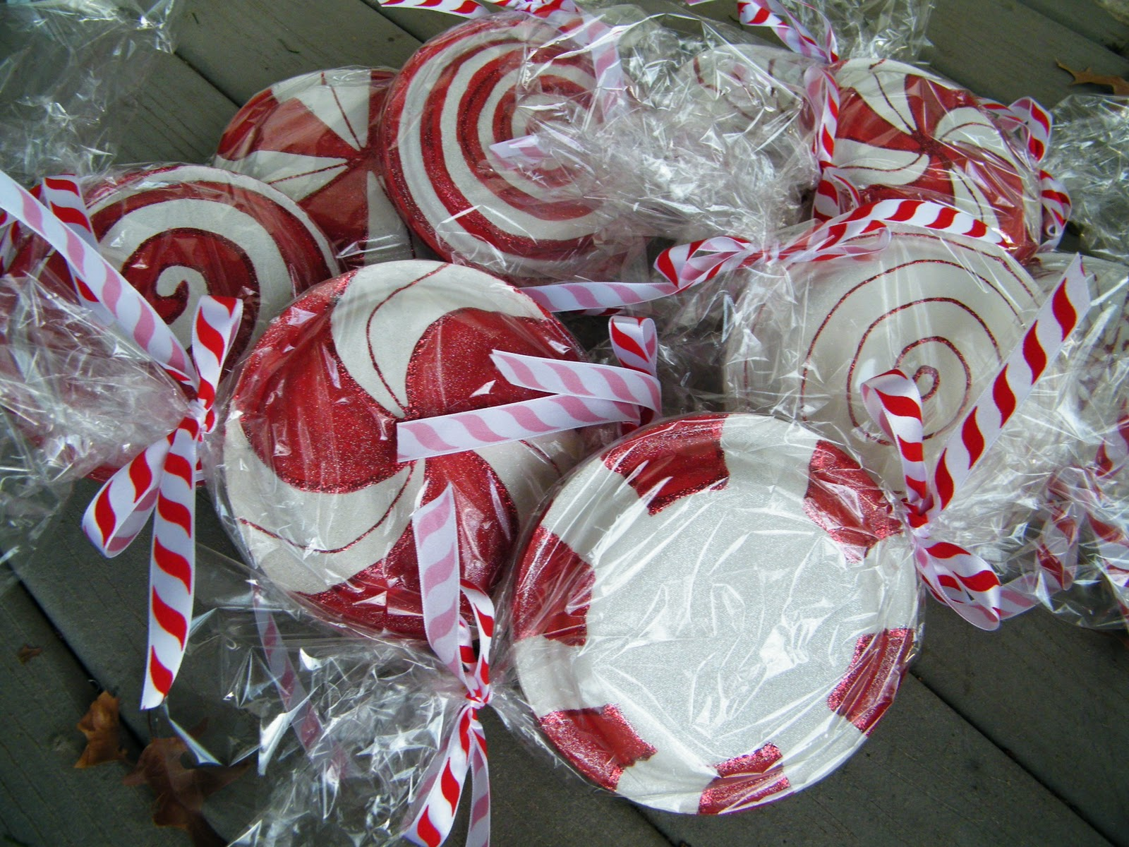 Paper Plate Lollipops